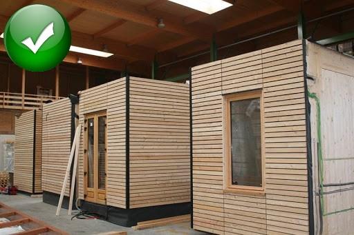 Construire une maison dans un environnement contrôlé.